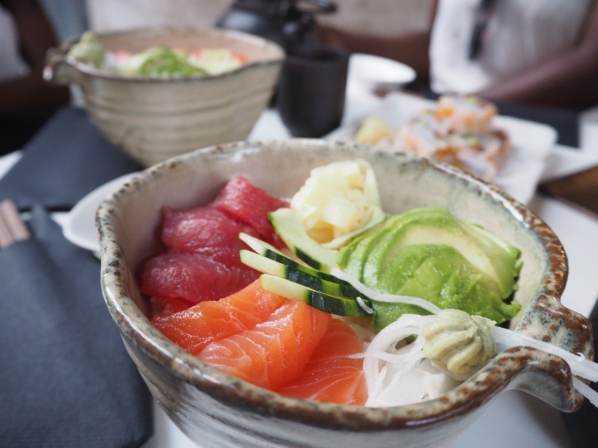 bol chirashi thon, saumon et avocat