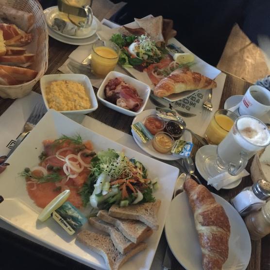 Brunch du dimanche au Café Saint Pierre