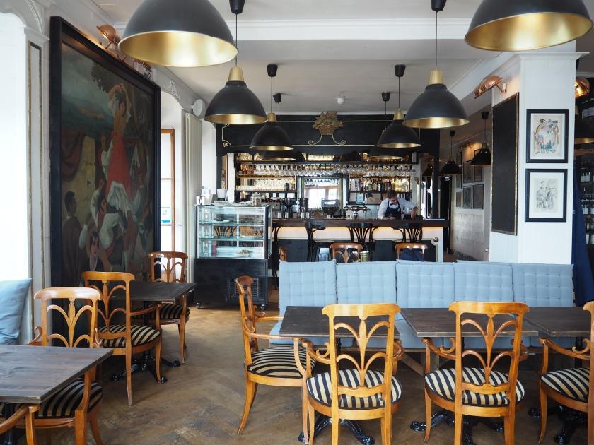 le bar et le restaurant de branchement